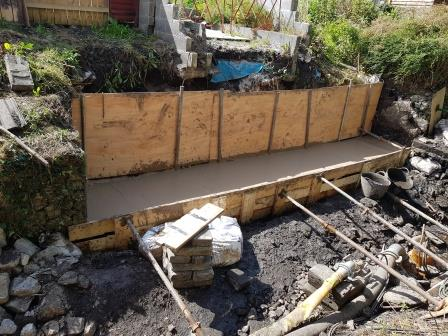 Neat concrete foundations to stabilize new gabions